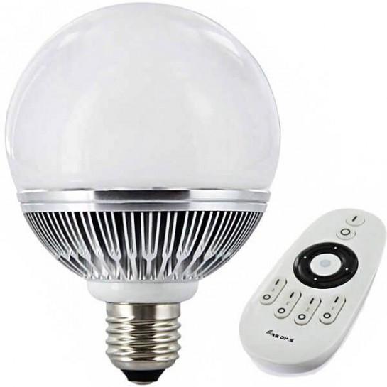 Une ampoule LED sphérique Dimma-color 860Lm