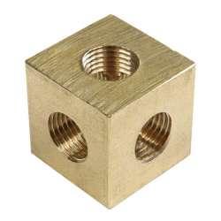 Manchon en laiton de forme carré à quadruple sorties
