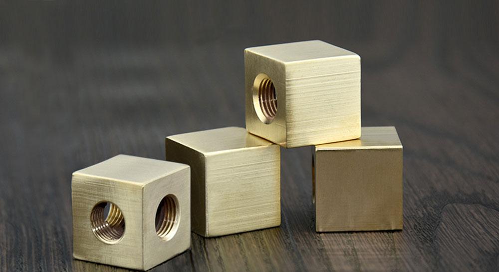 Manchon laiton carré pour tube électrique M10 groupe