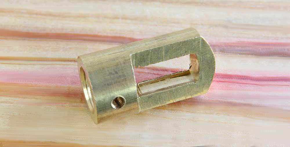 Anneau de suspension laiton usiné dans la masse taraudage M10 finition brute lisse